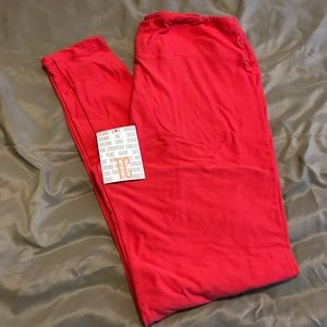 ➕ HTF BNWT TC Solid LuLaRoe Leggings. Coral-red